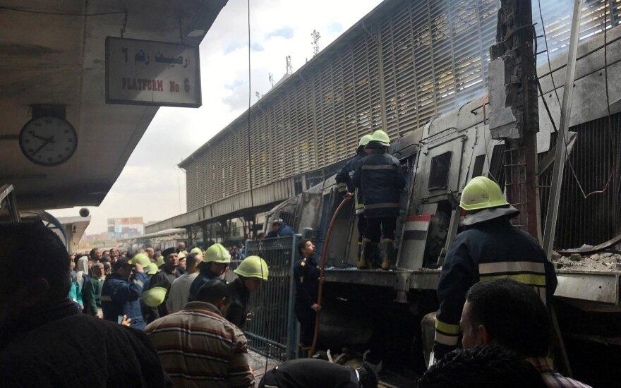 Kairo pagrindinėje traukinių stotyje per gaisrą žuvo mažiausiai 10 žmonių