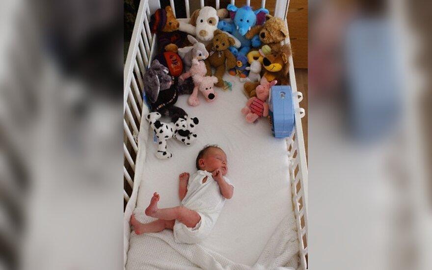 Kūdikių mirtys paskatino atšaukti 2,1 mln. vaikiškų lovelių