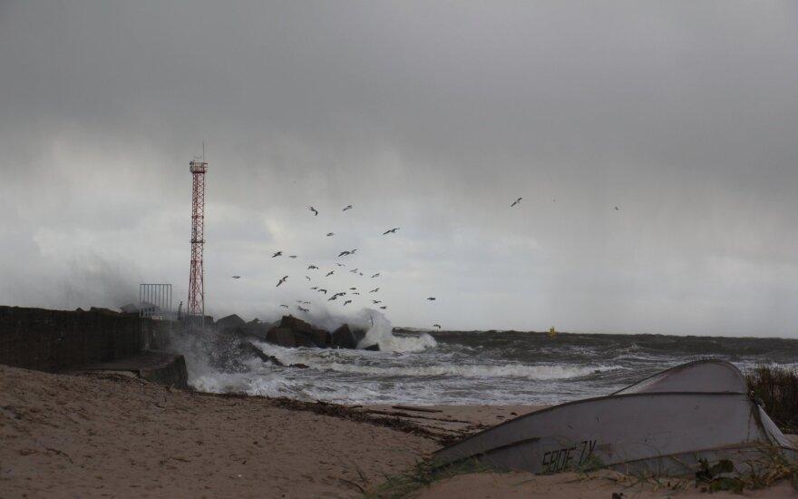 Pavojaus signalas pajūryje: naktį siautės stiprus vėjas ir lietus