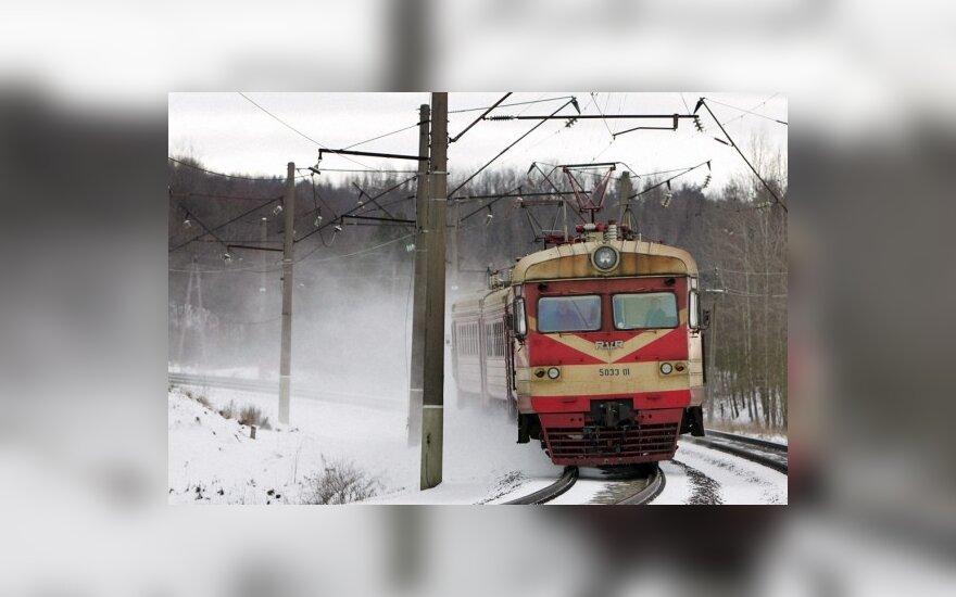 """""""Lietuvos geležinkeliai"""" nori branginti bilietus"""