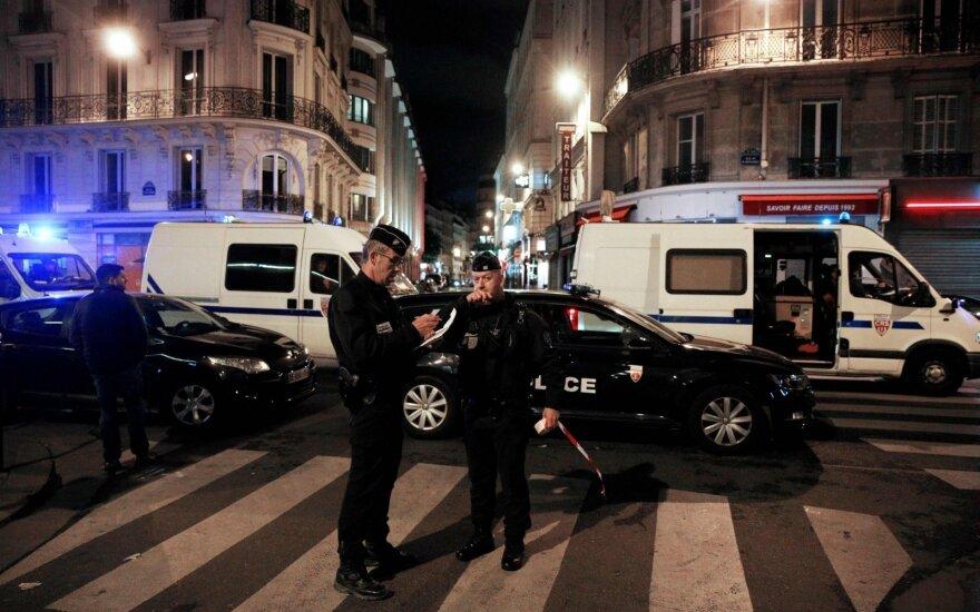 Paryžiaus atakos įtariamasis gimė Čečėnijoje, jo tėvai suimti