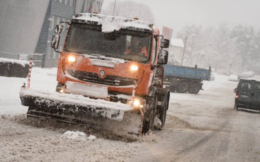 Heavy snowfall leaves 25,000 households in Lithuania without power