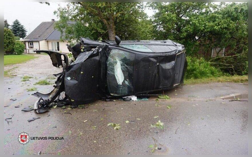 Klaipėdos rajone lenkimo metu nesuvaldytas BMW automobilis, reanimacijoje vienerių metų vaikas