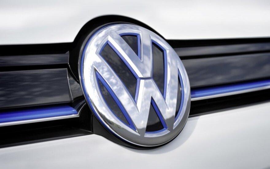 """Karklėje """"VW Transporter"""" partrenkė Lietuvos kriminalinės policijos biuro pareigūną"""