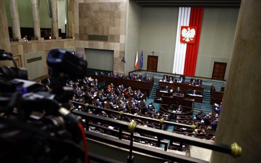 Lenkijos valdančiosios partijos parlamentarai pritarė naujoms kontroversiškoms Teisėjų tarybos taisyklėms