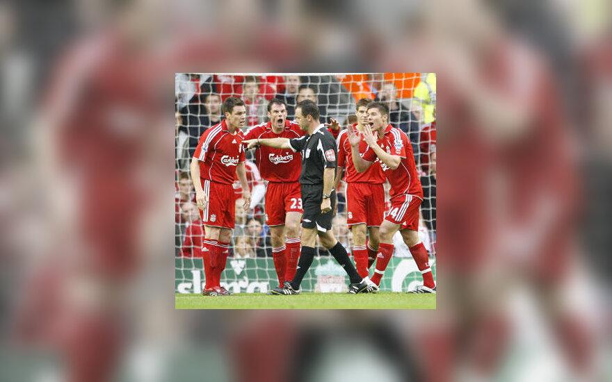 """""""Liverpool"""" futbolininkai nesutinka su teisėjo Robo Styleso sprendimu"""
