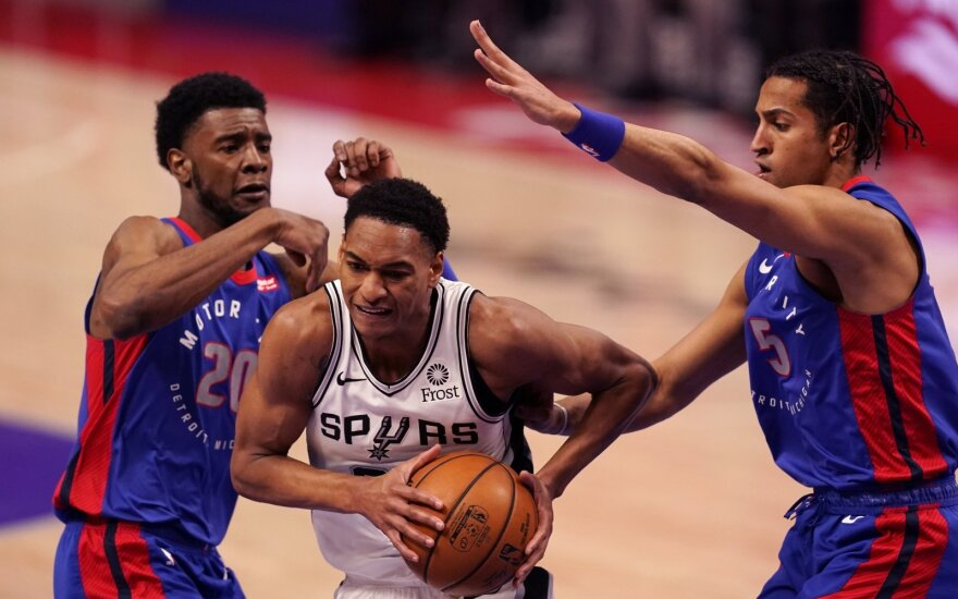 """Pistons"" - ""Spurs"""