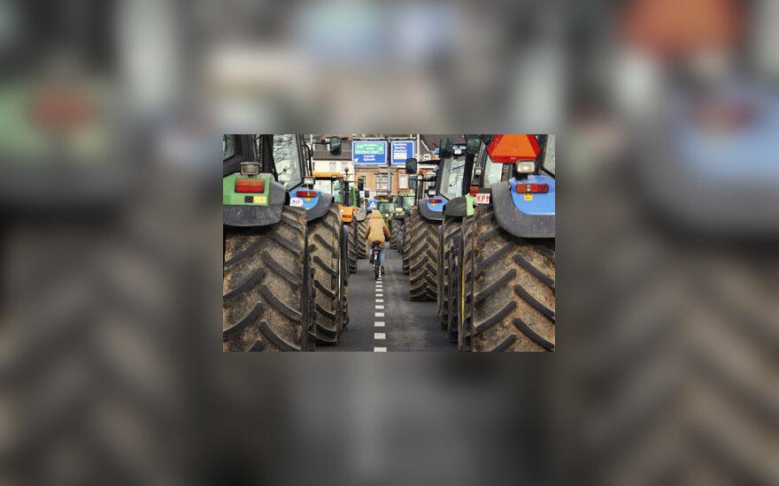 Dviratininkė, traktoriai, žemės ūkis, padangos