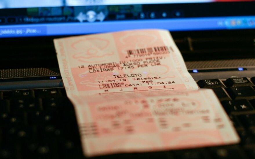 Girtas vairuotojas policininkus bandė papirkti loterijos bilietu