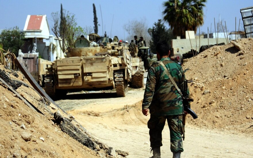 Turkijos pajėgos apsupo miestą Sirijoje