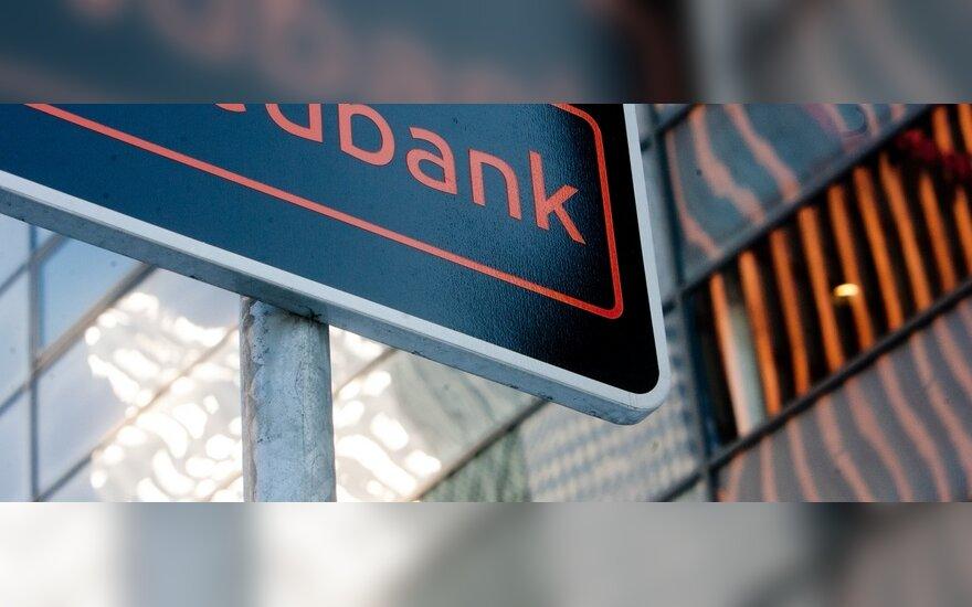 """Prokuroras siūlo įkalinti buvusius """"Swedbank"""" darbuotojus"""