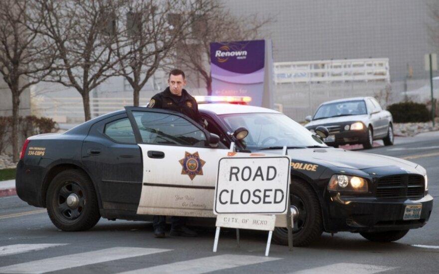 Kalifornijoje per išpuolį Amerikos indėnų biure nušauti keturi žmonės, du sužeisti