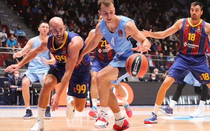 Kevinas Pangosas (su kamuoliu), Nickas Calathesas