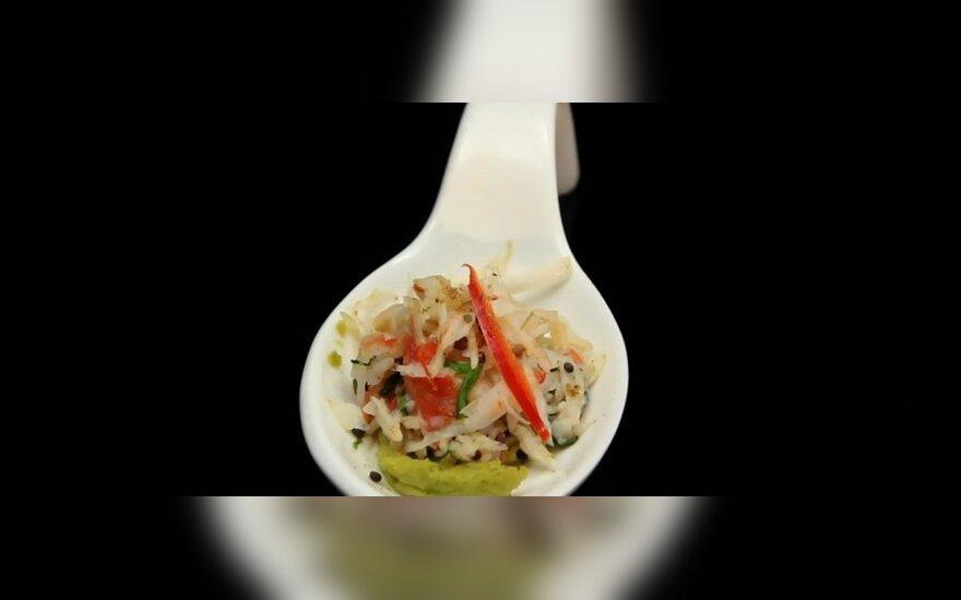 Krabų kapotinis gardintas juodosiomis garstyčiomis ir avokado kremu