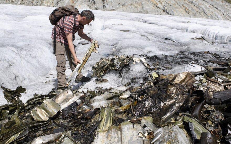 """Šveicarijoje atitirpo prieš 72 m. nukritęs lėktuvas: tai viena """"labiausiai neįtikėtinų istorijų"""""""
