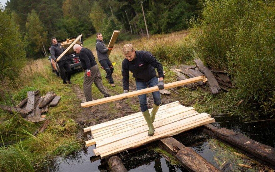 Lenktynininkai moka remontuoti ir tiltus