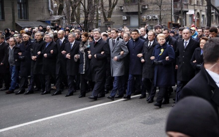 Kijeve Lietuvos, Lenkijos ir Ukrainos lyderiai žygiavo petys petin