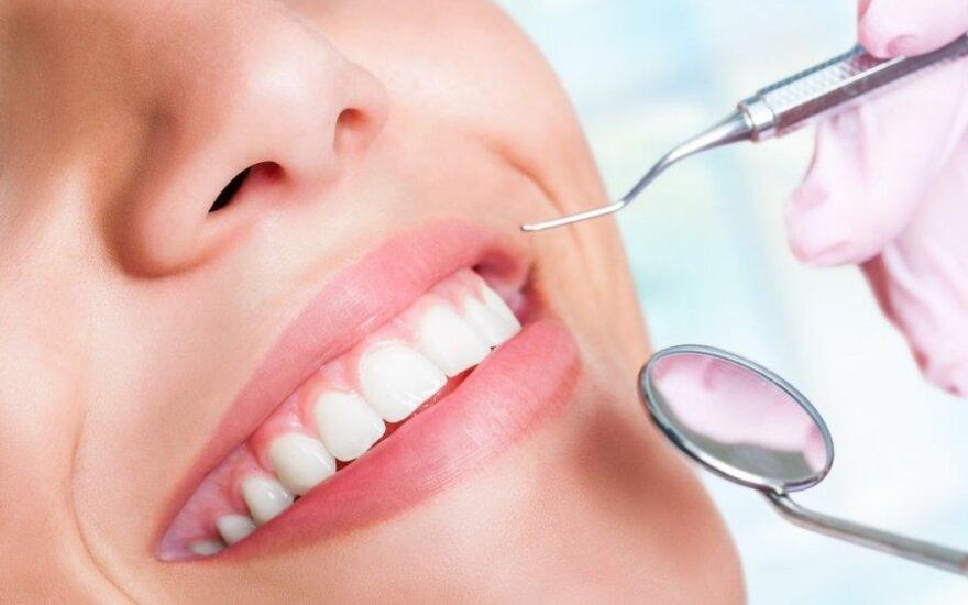 Dėl prastai nuvalytų dantų kyla ligų virtinė: kenčia inkstai, širdis, plaučiai