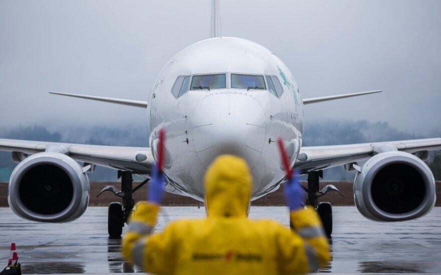 Lietuvoje įsigaliojo draudimas vykti lėktuvais ir keltais