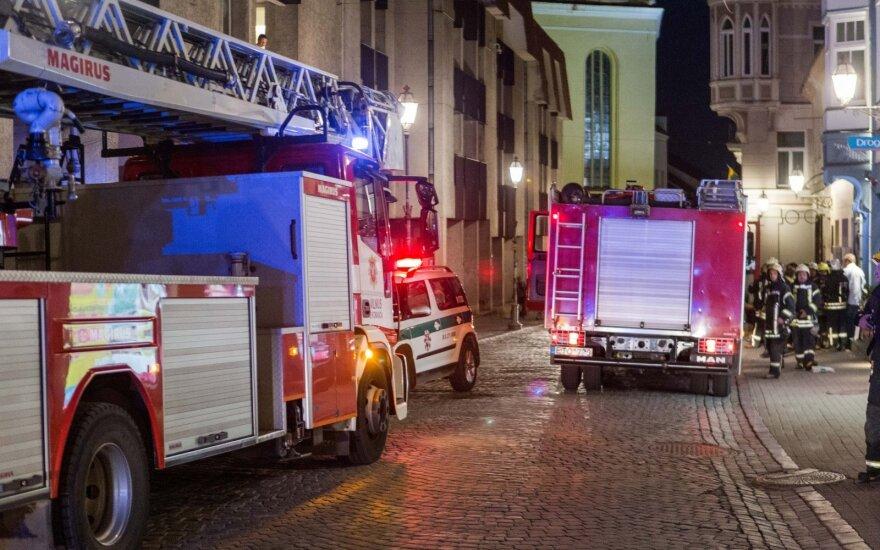 Į Vilniaus centre esantį prabangų viešbutį skubėjo ugniagesiai, buvo evakuoti žmonės