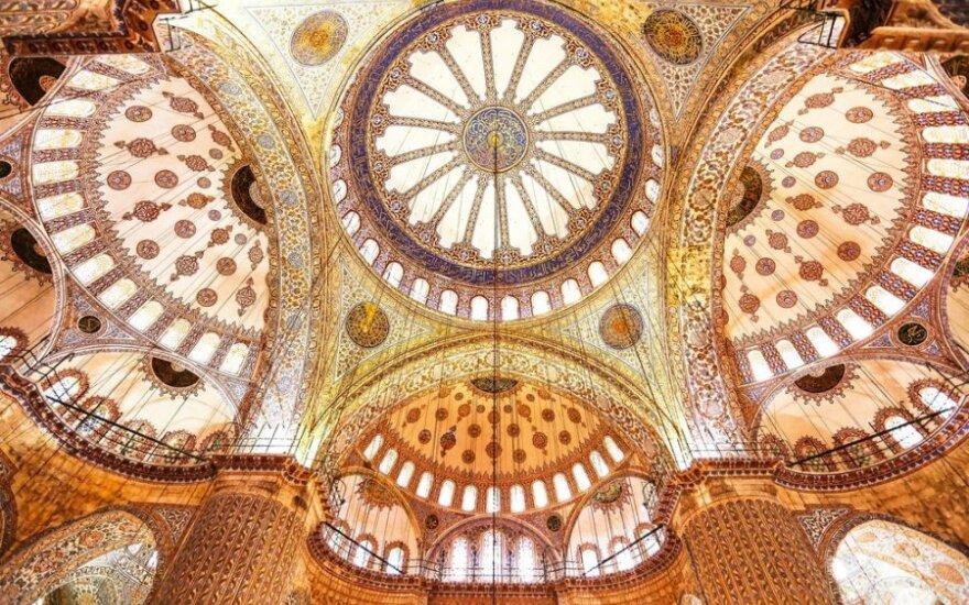 """Romanas """"Ledinukų rūmai"""" – meilės prisipažinimas Stambului"""