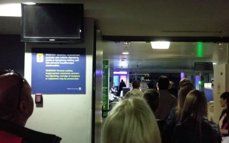 Vilniaus oro uosto lankytojai nustebo: pranešimą apie gaisro pavojų turėjo suprasti ne visi