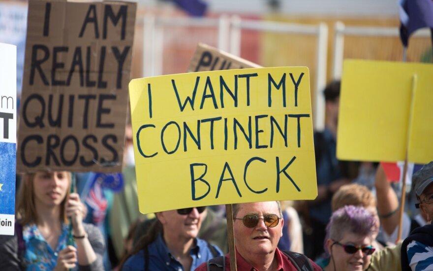 """Tuskas: kelios ES narės abejoja dėl """"Brexit"""" pereinamojo laikotarpio"""