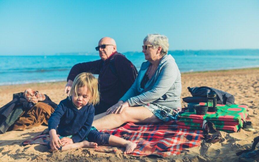 Anūkai su seneliais