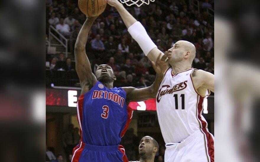"""Rodney Stuckey  (""""Pistons"""") ir Žydrūnas Ilgauskas (""""Cavaliers"""")"""