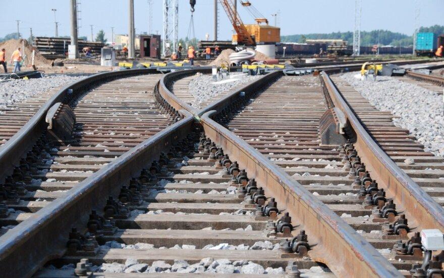 """""""Latvijos geležinkeliai"""" planuoja šiemet atleisti 1,5 tūkst. darbuotojų"""