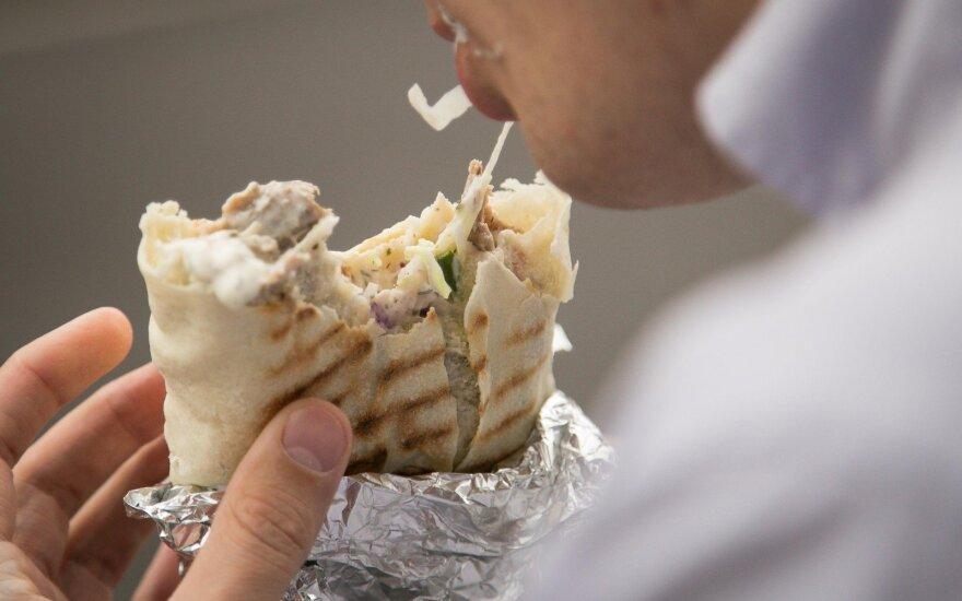 Blokuoja siūlymą leisti kebabų mėsoje naudoti skonį gerinantį priedą