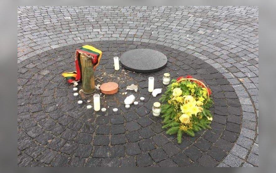 Vandalizmo aktas Lukiškių aikštėje: pavogta kapsulė su dokumentais