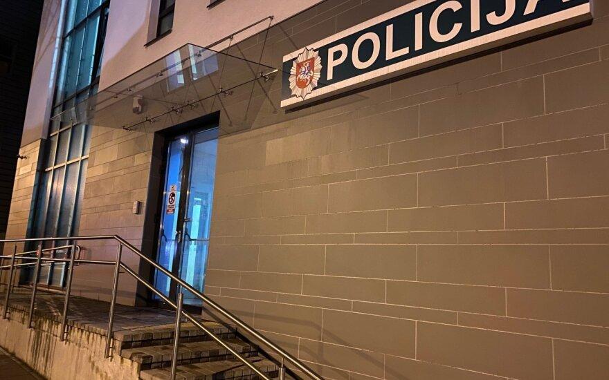 Pakruojyje girtas vyras pareigūnams davė 10 eurų kyšį ir atsidūrė areštinėje