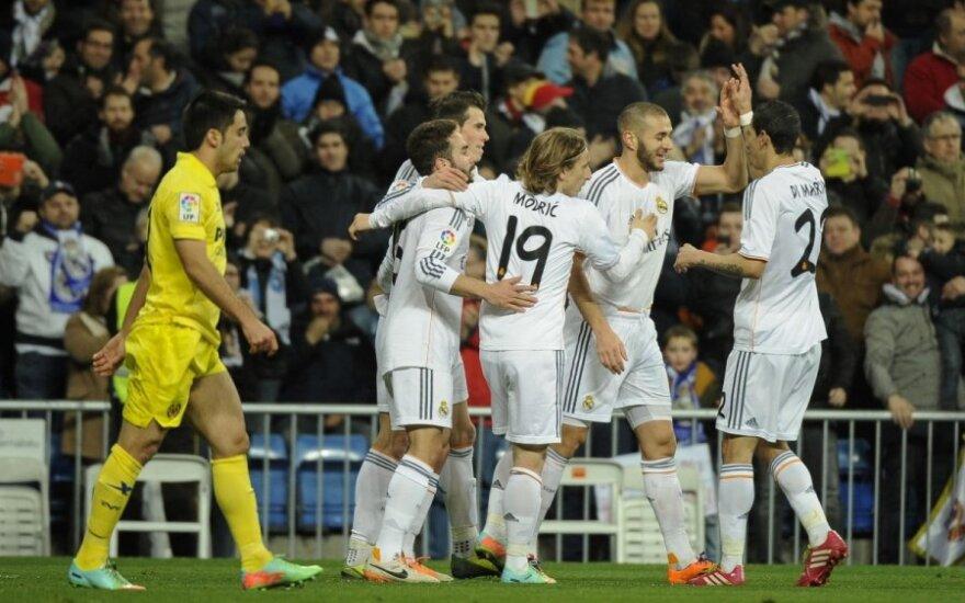 Komandos draugai sveikina Karimą Benzemą su pelnytu įvarčiu