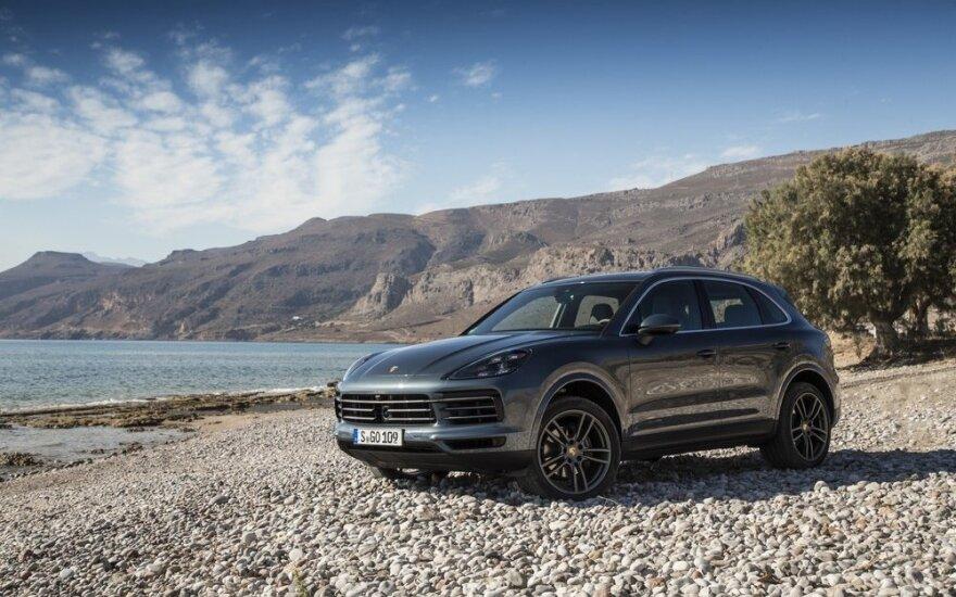 """Trečios kartos """"Porsche Cayenne"""" testai Kretoje"""