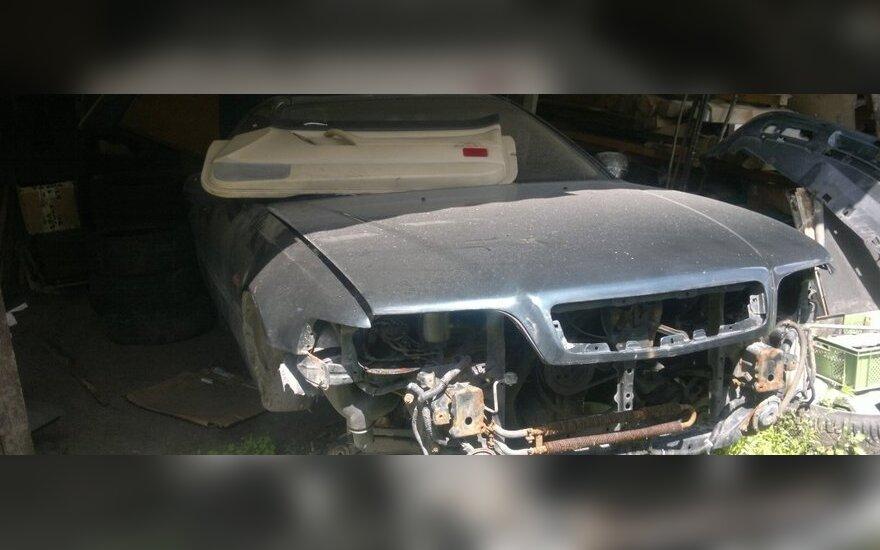 Nustatytos dvi nelegaliai veikusios automobilių laužo supirkimo įmonės