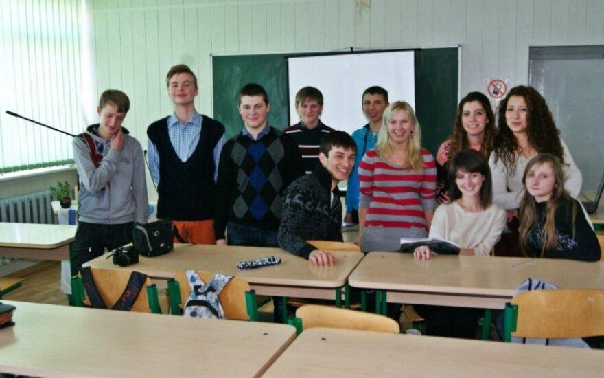 Studentai mokiniams pasakojo apie studijas užsienyje