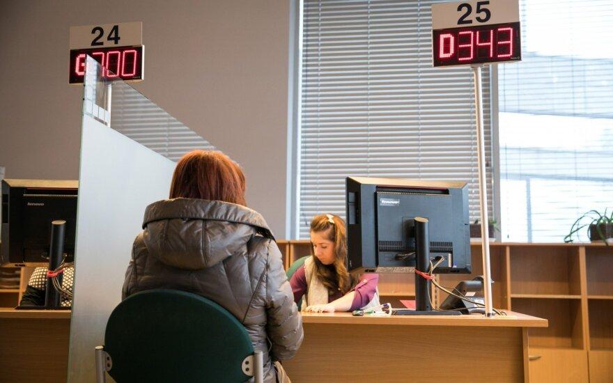 Valdininkams bus sunkiau: institucijos nebegali reikalauti perteklinių duomenų