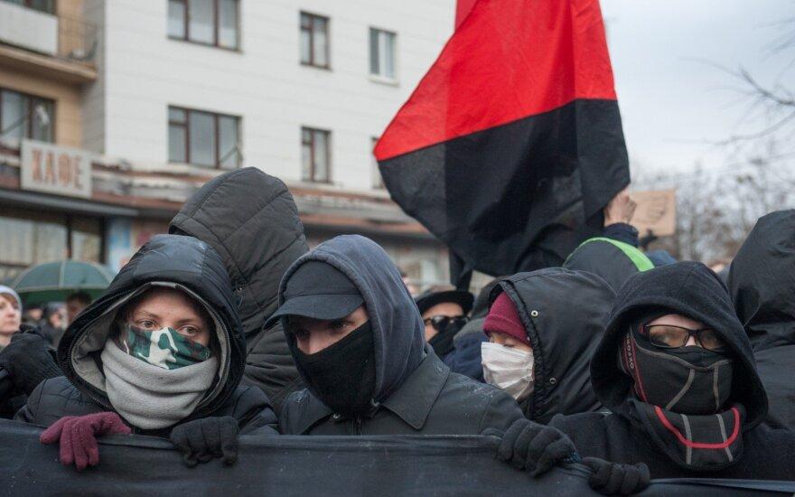 Įpykę baltarusiai traukia į gatves: pažiūrėkite, ką veikia A. Lukašenkos sūnūs