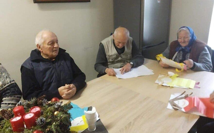 Jaudinanti akimirka: senoliai sulaukė netikėtos dovanos