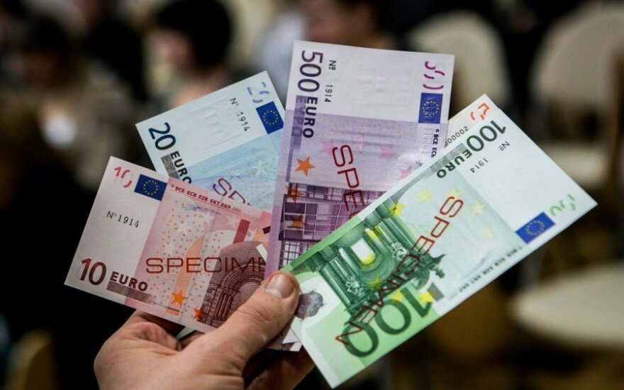 Apvalinant litus į eurus gali didėti socialinės išmokos