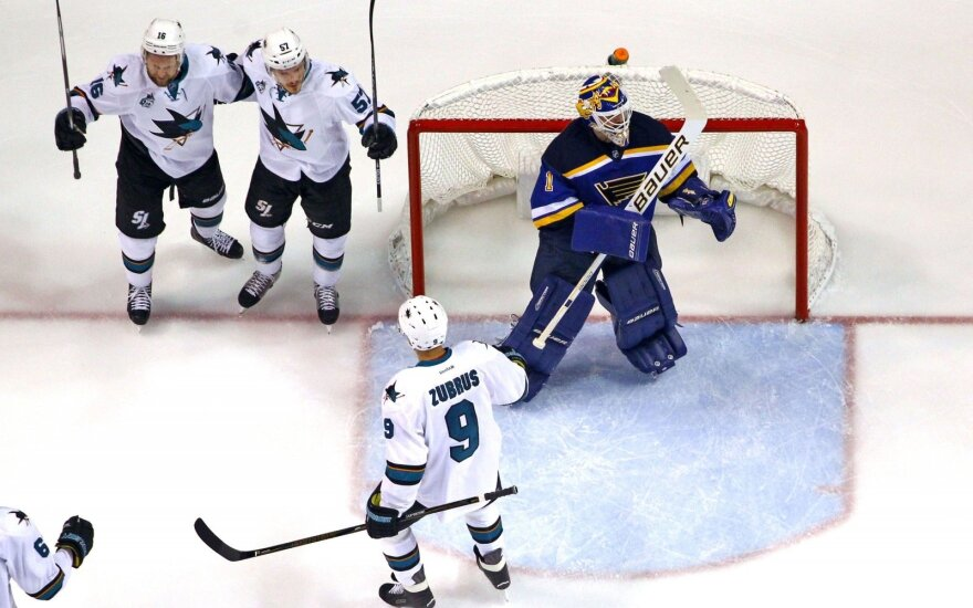 D. Zubraus šou NHL Vakarų konferencijos finale – perdavimas ir įvartis iš aikštės vidurio