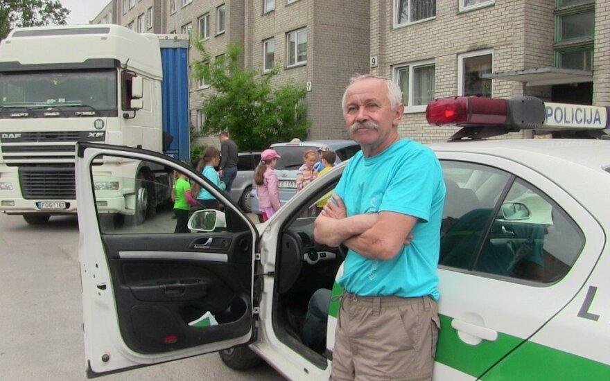 Girtas vilkiko vairuotojas kelto į Švediją ieškojo Klaipėdos daugiabučių kiemuose