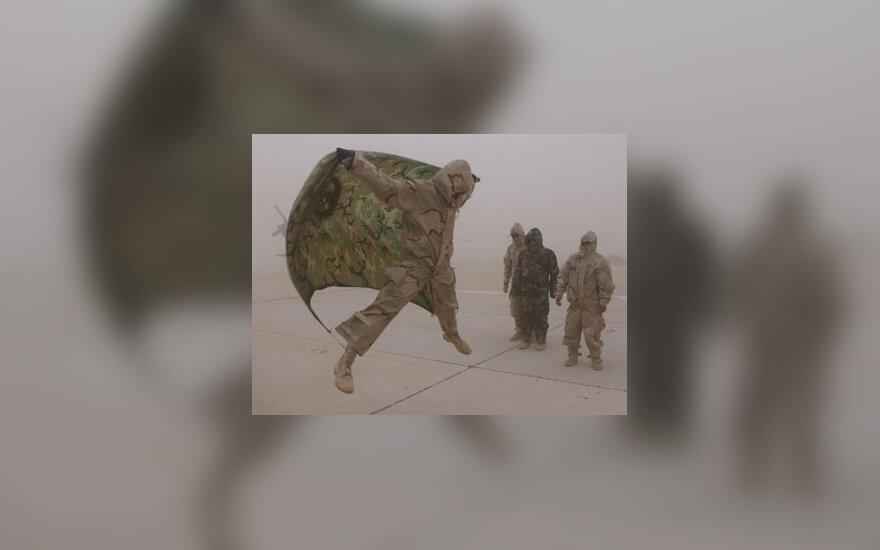 JAV kariai per smėlio audrą išbandė vėjo jėgą