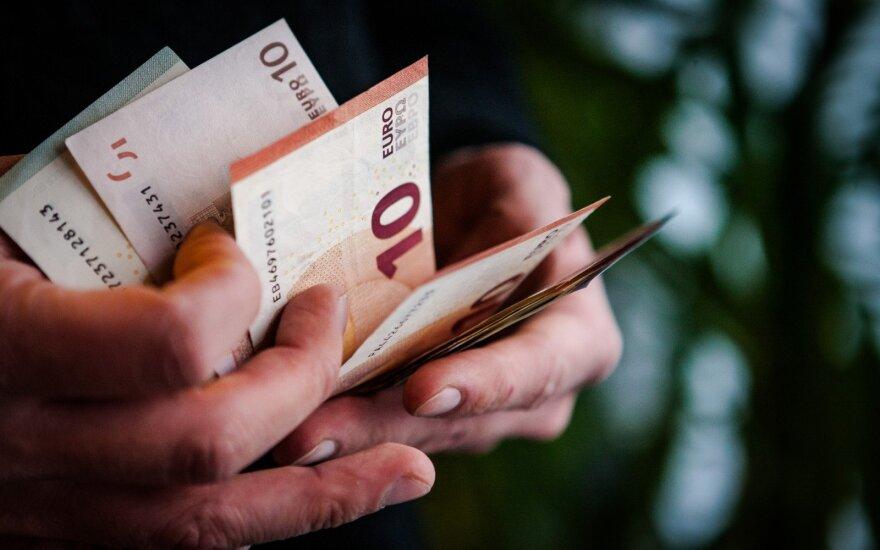 Sudie grynieji: atsiskaitymai kortelėmis pavyti atsiskaitymus grynaisiais gali jau šiemet