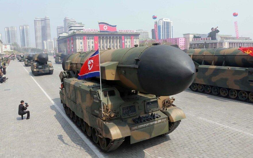 Kinija stebi Šiaurės Korėjos veiksmus – bombonešiai paruošti