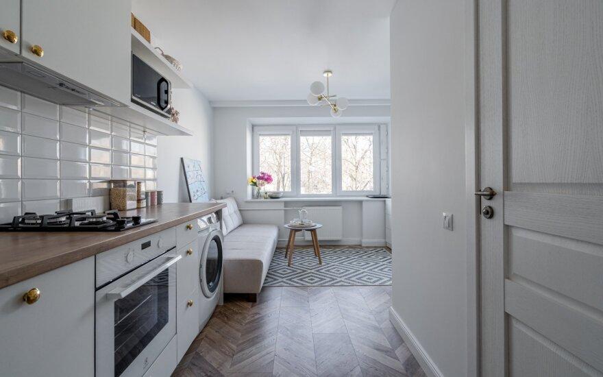 Interjero dizainerė kviečia nusikelti į Paryžių: įrengė studijos tipo butą Šiauliuose (InterioShot nuotr.)