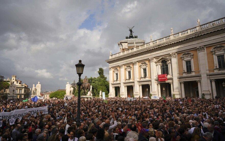 Romoje tūkstančiai žmonių protestavo dėl apleistos infrastruktūros