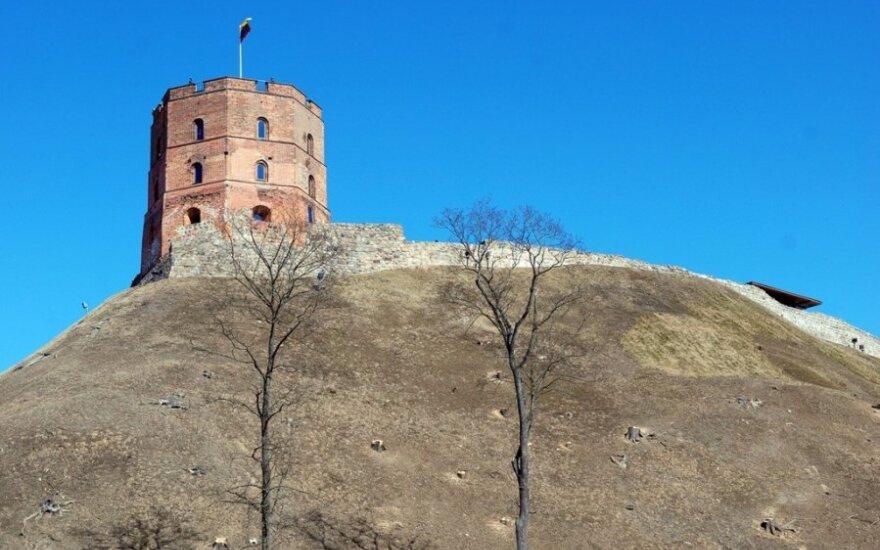 Nuotraukose - pavasario belaukiantis saulėtas Vilnius