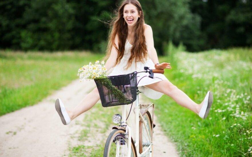 mergina, dviratis, laiminga